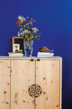 Holz zieht ein... Diy Furniture, Cabinet, Inspiration, Storage, Home Decor, Form, Chic, Rustic Wood Furniture, Cottage Chic