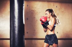 Switch up your workout routine with kickboxing this season. Kickboxing is an easy way to lose weight, burn calories and get stronger. Knock out boredom and blast fat all over with these muscle-sculpting kickboxing exercise moves. Cardio Workout At Home, Cardio Boxing, Cardio Routine, Fun Workouts, Workout Routines, Boxing Techniques, Cardiovascular Activities, Benefits Of Cardio, High Intensity Cardio