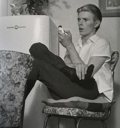 Photo of The Man Who Fell To Earth for fans of David Bowie 40730070 David Bowie, Freddie Mercury, The Thin White Duke, Pretty Star, Soundtrack To My Life, Ziggy Stardust, David Jones, Playing Guitar, Rock N Roll