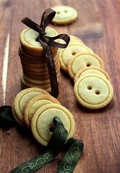 GREAT IDEA TO PACK THE COOKIES. Going to try this with Scottish Shortbread.