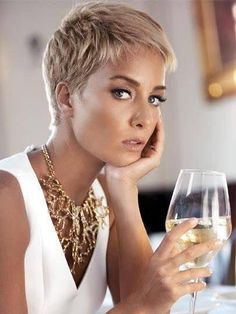 Today we have the most stylish 86 Cute Short Pixie Haircuts. We claim that you have never seen such elegant and eye-catching short hairstyles before. Pixie haircut, of course, offers a lot of options for the hair of the ladies'… Continue Reading → Super Short Hair, Short Grey Hair, Short Blonde, Short Hair Cuts For Women, Super Short Pixie Cuts, Blonde Pixie Hair, Curly Pixie, Short Pixie Haircuts, Pixie Hairstyles