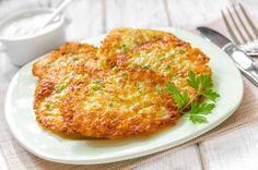 Arriva dal Friuli questa ricetta tradizionale con patate e formaggio filante, croccante fuori e morbido dentro, da mangiare con la polenta