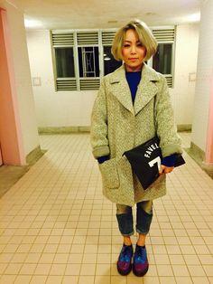 Korean curly hairstyle seem as boyish look.  Coat : TopShop Jumper : Uniqlo Jeans : G-Star Raw Shoe : Dr.Martens Clutch : Givenchy  #korea #korean #hair #dye #boyish #style #topshop #GStarRaw #DrMartens #Givenchy #clutch #macao #macau #hk #HongKong #hkig