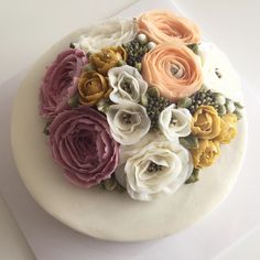 Dome Style Flower Cake #bloomingblossoms #cakery #flowercake #buttercream…