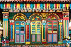 Detail of a colourful colonial building in India Town - Singapore Little India Singapore, Latina Teen, Singapore Photos, Wedding People, Vintage India, Colourful Buildings, Honeymoon Packages, Asia Travel, Vacation Trips