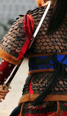 Suwon Martial Arts Performance Suwon South Korea Ye do style or short sword… Korean Traditional, Traditional Outfits, Taekwondo, Katana, Japanese Culture, Japanese Art, Fortes Fortuna Adiuvat, Martial Arts Styles, Suwon