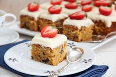 Hurra for 17 mai-kake + fem andre kakefavoritter Delicious Cake Recipes, Yummy Cakes, Dessert Recipes, Desserts, Danish Dessert, Let Them Eat Cake, Sweet Treats, Food And Drink, Favorite Recipes