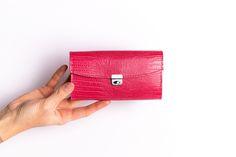 Die alten Ausweisformate haben sich erledigt. Was bleibt sind Karten, Scheine und Münzen. Die 8 Kartenfächer sind dreifach bestückbar. Richtig gut ausgeheckt, oder? 👛🍬 Purses, Waiting Staff, Cards, Handbags, Purse, Bags