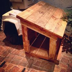 We would like here to peak into the DIY pallet projects only and have brought these pallet ideas, all from genius people around the globe and would Diy Pallet Projects, Wood Projects, Pallet Ideas, Pallet Dog House, Wood Dog, Dog Rooms, Paint Colors For Living Room, Outdoor Dog, Animal House