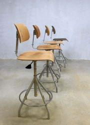 Vintage kruk barkrukken industrieel, Industrial vintage drawing stool Comfortable Accent Chairs, Industrial, Scandinavian, Armchair, Retro, Vintage, Furniture, Drawing, Design
