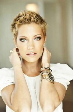 very short hairstyles for women at 40