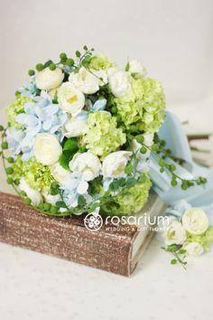 ロザリウム(Rosarium)  フレッシュナチュラルなクラッチブーケ