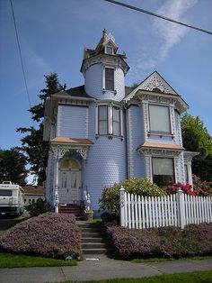 One of the many historic homes in Snohomish, Wa. My home town. Cute House, My House, Victorian Style Homes, Unusual Homes, Second Empire, Old Farm Houses, Old Barns, Queen Anne, Historic Homes