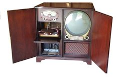 Decor - A better photo of the Zenith porthole TV. It's a I have all the dials and knobs. I'm keeping them in a lunch bag. Television Set, Vintage Television, Tvs, Vintage Tv, Vintage Antiques, Vintage Ideas, Vintage Shoes, Radios, Old World Furniture