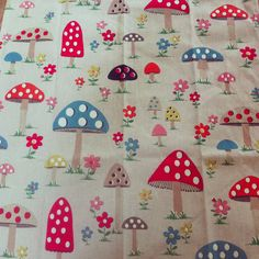 Love the pattern of my new Cath Kidston tea towel. It goes without saying that I think the design would lend itself very well to pottery :)