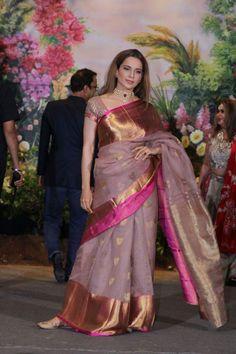 love the color of the saree.bt not a fan of such wide paar Organza Saree, Chiffon Saree, Saree Dress, Silk Sarees, Kanjivaram Sarees, Saree Jewellery, Kanchipuram Saree, Elegant Saree, Indian Attire