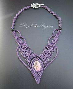 Collana macramè viola con pietra naturale e di ilmondodicleopatra