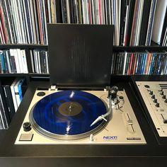 Goedemorgen een zaterdag die voelt als een zondag. Daarom rustig opstarten: vOPhoniQ  Cosmogonie Essence #nowplaying #nowspinning #myvinylcollection #myrecordbox #myvinylroom #instavinyl #vinyljunkie #vinyloftheday #vinylcollection #vinylcollector #vinylporn #vinylart #vinyladdict #recordcollector #recordcollection #recordbox #recordoftheday #essentialvinyl #electronicmusic #idm #ambient