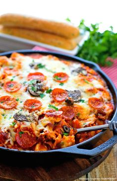Perfect for your next Italian feast with family or friends this cheese tortellini filled Supreme Pizza Tortellini Bake never disappoints. Tortellini Bake, Tortellini Recipes, Cheese Tortellini, Pasta Recipes, Cooking Recipes, Soup Recipes, Recipies, Pizza Pasta Salads, Pasta Dishes
