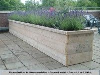 Reclaimed wood planters, some of the beds could have amazing scented plants that give off scent as you brush past them? Wood Planter Box, Wooden Planters, Diy Planters, Lavender Planters, Front Yard Planters, Garden Dividers, Back Gardens, Shade Garden, Backyard Landscaping