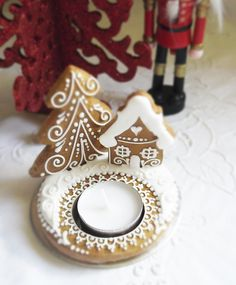 Christmas Gingerbread Wreath Tealight Holder - Winter Landscape - The Perfect Stocking Filler - Christmas Scent Candle Holder by Cookie-Art London on Gourmly Christmas Cookies Gift, Christmas Scents, Christmas Gingerbread, Gingerbread Cookies, Royal Icing Sugar, Xmas Desserts, Ginger Bread Cookies Recipe, Home Candles, Cookie Designs