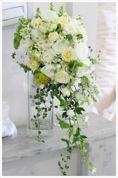 70 Best White And Yellow Bouquet For Our Beautiful Bride - Beauty of Wedding Cascading Wedding Bouquets, Bride Bouquets, Wedding Flowers, Trailing Bouquet, Cascade Bouquet, Romantic Wedding Colors, Floral Wedding, Natural Bouquet, Yellow Bouquets