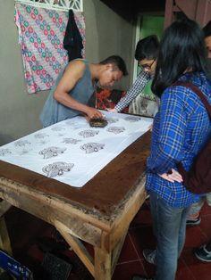 Proses Pengecapan di Pranggok Griya Batik Mas Table, Home Decor, Homemade Home Decor, Tables, Interior Design, Home Interiors, Desk, Bench, Decoration Home