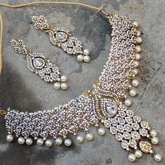 Iram Necklace + Earrings + Tikka by Indiatrend. Shop Now at WWW.INDIATRENDSHOP.COM