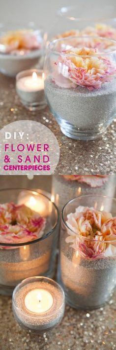 Lindos centros de mesa DIY con arena y flores