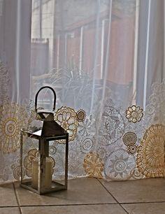 térelválasztónak is - doily curtain