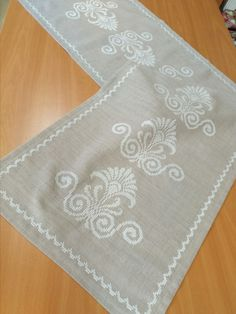 Ribbon Embroidery, Embroidery Stitches, Embroidery Designs, Burlap Table Runners, Cross Stitch Borders, Bargello, Blackwork, Handicraft, White Lace