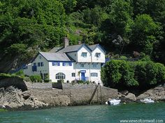 Written in 1931, The Loving Spirit was Daphne du Maurier's first published novel.  It was penned at her family home of Ferryside here in Boddinick, Fowey.