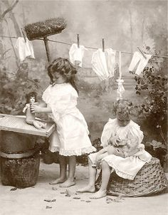 children Playing Vintage - Children kids girls bathing dolls 1910 photo CHOICE or request or digit Vintage Children Photos, Vintage Girls, Vintage Pictures, Old Pictures, Vintage Images, Old Photos, Antique Photos, Vintage Photographs, Bath Girls