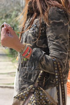 lOVE THE CAMO JACKET Camo Fashion, Ibiza Fashion, Military Fashion, Womens Fashion, Fashion Trends, Summer Outfits, Cute Outfits, Winter Outfits, Street Style Women