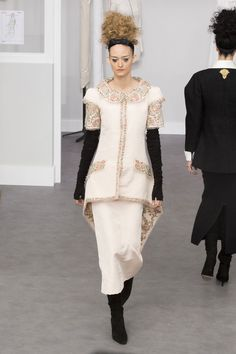 Runway Fashion from Couture Week 2016 - Best of Couture Week 2016 Chanel Fashion Show, Runway Fashion, High Fashion, Fashion Women, Chanel Vestidos, Couture Chanel, Chanel Dress, 2014 Trends, Couture Week