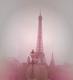 I have a hazy knowledge of Paris because I've never been to this wonderful city before. What few things I know about Paris is through TV, social media and word of mouth. I'd love to have the opportunity to experience all the wonders of this city myself! Pink Paris, Paris 3, I Love Paris, Beautiful Paris, Paris City, Beautiful Dream, Beautiful Things, Torre Eiffel Paris, Paris Eiffel Tower