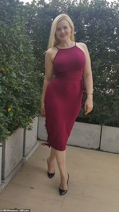 This has caused the number of bulimia patients to increase and there are several women and girls who suffer from low self-esteem and many eating disorders or even unhealthy eating habits due to the influence of the media and the fashion industry. Plus Size Black Dresses, Plus Size Outfits, Lilli Luxe, Hollywood Heroines, Model Face, Curvy Models, Plus Size Model, School Fashion, Plus Size Fashion