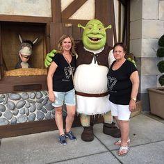 E não poderia faltar uma fotinho com o Shrek né hahaha  #familiasantinanadisney