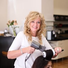 Christa hat 2001 das Unternehmen gegründet und ist somit nun schon fast 20 Jahre glückliche Inhaberin von Wessely hair.skin.make-up. Heute führt sie gemeinsam mit Tochter Julia den gemütlichen Salon in der Wiener Innenstadt.  Sie ist die absolute Locken-Spezialistin und weiß genau wie sie ihre Kundinnen begeistern kann und wer Christa kennt, weiß, in Sachen Trends ist sie immer up to date.  Foto Credit: www.kacy.at #friseur #wien #hair #skin #makeup #1010wien #labiosthetique Salons, Trends, Makeup, 20 Years, Daughter, Make Up, Lounges, Beauty Makeup, Bronzer Makeup