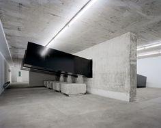 Construction and installation of Teerbeschichteten Formen (with Den Massen) 2002 — Santiago Sierra