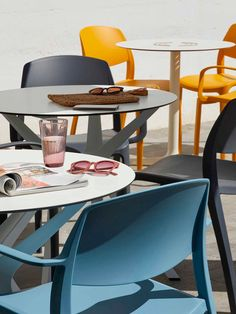 #design #ergonomy #furniture #productdesign#Resol#work#project #furnituredesing#minimalist#contract #ITEMdesignworks #smart Work Project, Contract Furniture, Minimalist, Chair, Table, Projects, Design, Home Decor, Log Projects