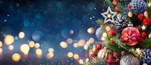 Christmas Tree Baubles, Christmas Tree Decorations, Christmas Wreaths, Christmas Cards, Holiday Decor, Vector Christmas, Christmas Photos, Holiday Movie, Christmas Movies