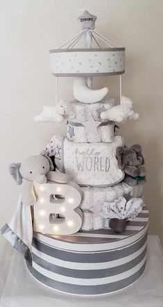 Elephant diaper cake, grey and white, twinkle twinkle little.- Elephant diaper cake, grey and white, twinkle twinkle little star Baby Shower Baskets, Baby Shower Diapers, Baby Boy Shower, Baby Shower Nappy Cake, Baby Shower Crafts, Baby Shower Themes, Shower Gifts, Shower Ideas, Diy Diaper Cake