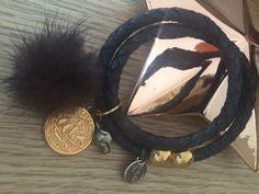 smykker winter Gold, Wreaths, Black Leather Bracelet, Beautiful Things, Jewerly, Door Wreaths, Deco Mesh Wreaths, Bouquet, Flower Garlands