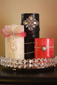 DIY Embellished candles This is something I could do! Decorated candles for wedding favors might be a nice idea! Natural Candles, Best Candles, Diy Candles, Christmas Candle Decorations, Candle Making Business, Candle Art, Homemade Candles, Beautiful Candles, Candle Centerpieces