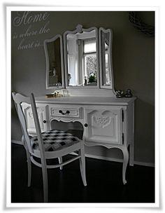 Brocante kaptafel met drieluik spiegel