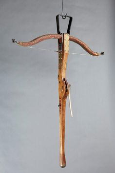 Crossbow from Game of Thrones ~ Bestow my heart Medieval Crossbow, Medieval Weapons, Types Of Bows, Game Of Thrones Costumes, Crossbow Arrows, Traditional Archery, Arm Armor, Firearms, Hand Guns