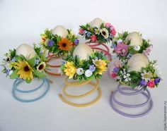 Could be cute placecard holders for Easter, using a plastic egg in the center. Easter Projects, Easter Crafts, Holiday Crafts, Easter Tree Decorations, Spring Decorations, Bed Spring Crafts, Easter Flower Arrangements, Cool Paper Crafts, Plastic Eggs