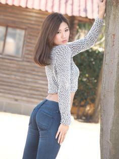 黒須 さおり さん 初個撮アップ始めます | 浜のミッシェルひとりよがり写真館 Asian Fashion, Fashion Beauty, Womens Fashion, Japanese Models, Dressy Outfits, Beautiful Asian Women, Sexy Asian Girls, Girls Jeans, Fashion Pants