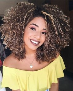Really Short Curly Hairstyles. Most people think that curly hair is a disadvantage. But when they see dozens of hair styles designed for curly hair, they Natural Hair Mask, Natural Curls, Curly Hair Styles, Natural Hair Styles, Pelo Afro, Curly Girl, Afro Hairstyles, About Hair, Facial Hair